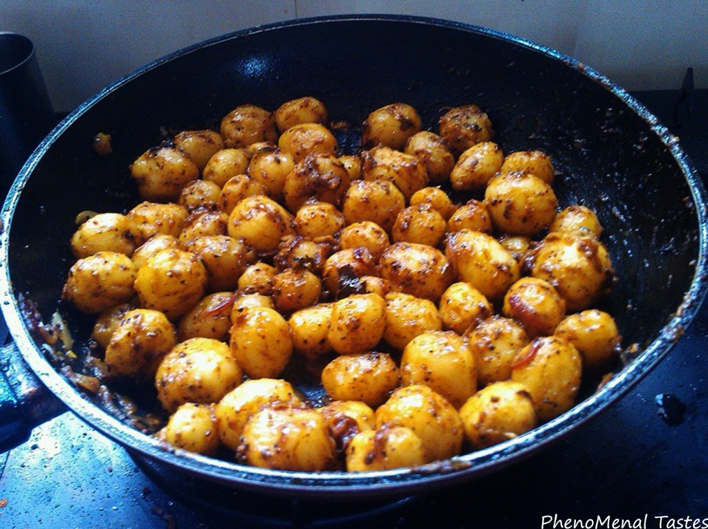 Baby Potatoes, throo da looking glass, phenomenal tastes, praveen, tangy