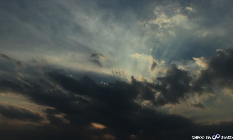 skywatch,clouds.sky,friday_skywatch,dark,praveen,karnataka,bangalore,throo da looking glass